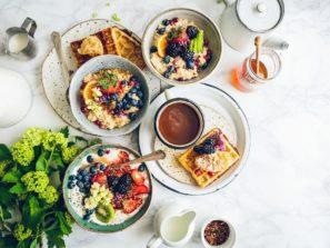 3 snídaně, které vás zasytí i nakopnou | Zhubni chytře
